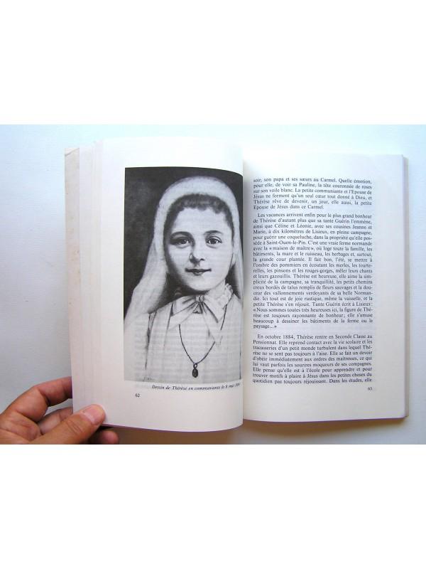 jeune fille nomme - Traduction en italien - exemples